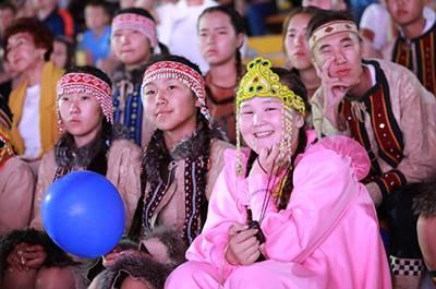 Статья 10. Права лиц, относящихся к малочисленным народам, на сохранение и развитие своей самобытной культуры